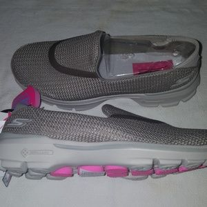 Skechers go walk 3 NWT women's size 5